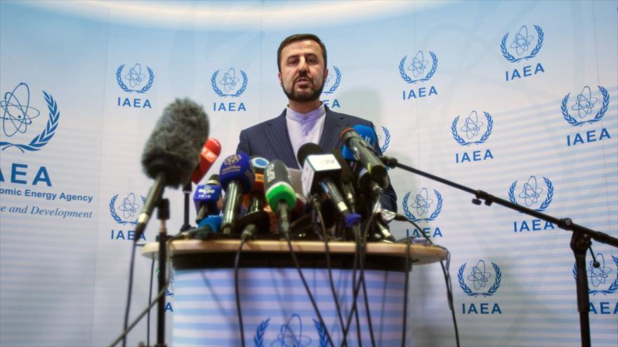 El embajador iraní ante las organizaciones internacionales en Viena, Kazem Qarib Abadi, en una rueda de prensa, 10 de julio de 2019. (Foto: AFP)