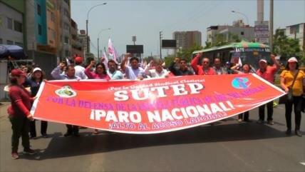 Profesores peruanos protestan para exigir mejoras salariales