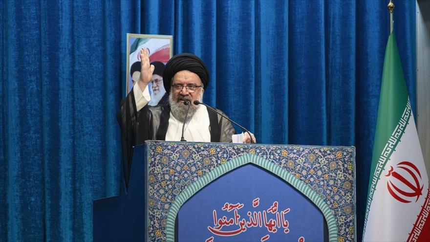 El Imam del rezo colectivo del viernes de Teherán, el ayatolá Seyed Ahmad Jatami, ofrece un sermón, 22 de noviembre de 2019. (Foto: FARS)