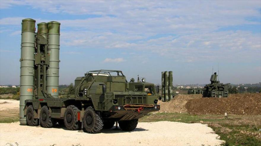 Sistemas de defensa aérea S-400, de fabricación rusa.