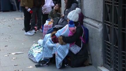 Muchos migrantes en España duermen en calles pese al frío
