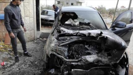 Colonos israelíes atacan 5 aldeas palestinas y queman sus coches