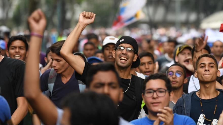 Informe: se debilitan las protestas de la oposición en Venezuela   HISPANTV