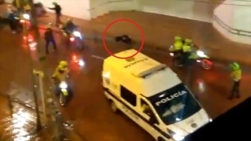 Vídeo: Policías de Colombia atacan brutalmente a una comunicadora | HISPANTV