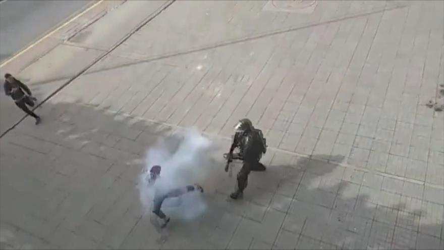 Vídeo: Policía colombiano dispara a quemarropa a un manifestante
