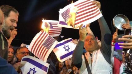 Indignados libaneses queman banderas de EEUU e Israel en Beirut