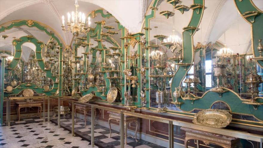 Parte de la colección en la Bóveda Verde del palacio real de Dresde.