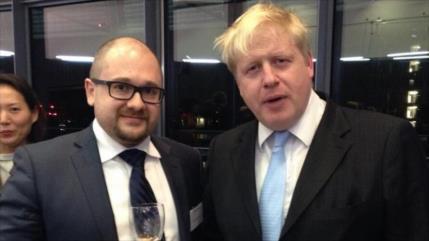 Fotos revelan vínculos de Johnson con presuntos espías rusos