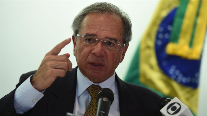 El ministro de Economía de Brasil, Paulo Guedes, habla en una rueda de prensa en Washington, la capital de EE.UU., 25 de noviembre de 2019. (Foto: AFP)