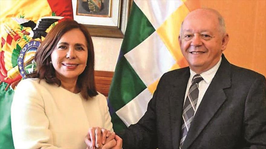 Karen Longaric, canciller del gobierno de facto de La Paz, y Walter Serrate, designado embajador de Bolivia en EE.UU., 26 de noviembre de 2019. (Foto: ABI)