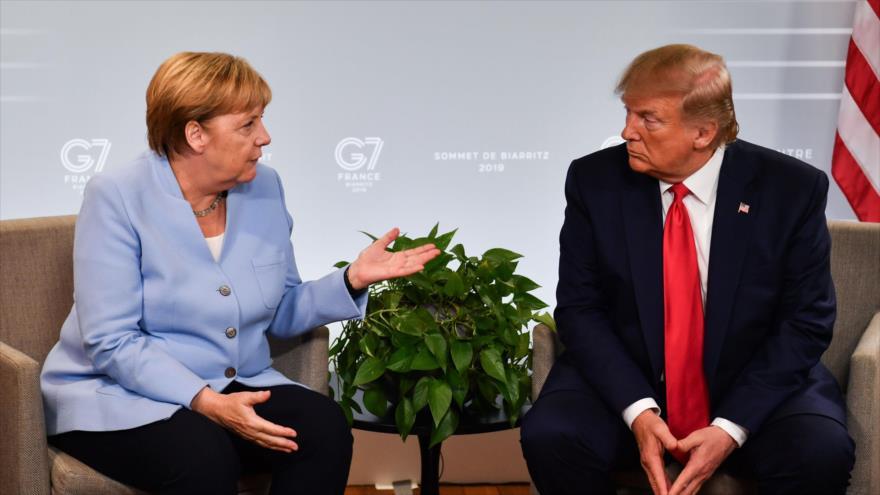 La canciller alemana, Angela Merkel, y el presidente de EE.UU., Donald Trump, durante una reunión en Biarritz (Francia), 26 de agosto de 2019., (Foto: AFP)