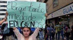 Estudiantes ecuatorianos rechazan recortes en educación pública