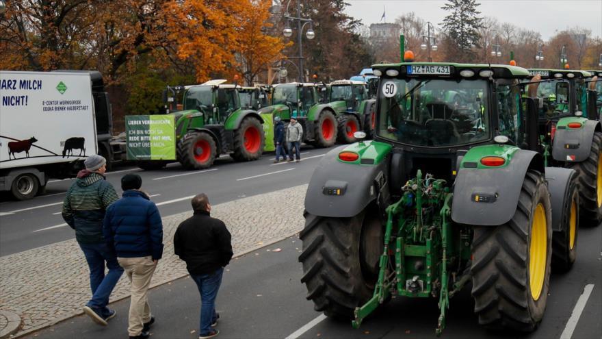 Vídeo: Enormes tractores bloquean calles de Berlín
