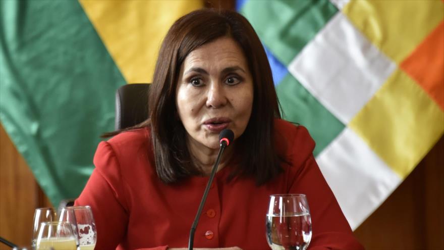 La canciller del gobierno de facto de Bolivia, Karen Longaric, habla en un encuentro con la prensa en La Paz, 28 de noviembre de2019. (Foto: AFP)