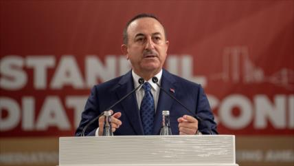 """Turquía acusa a Macron de """"patrocinar el terrorismo"""" en Siria"""