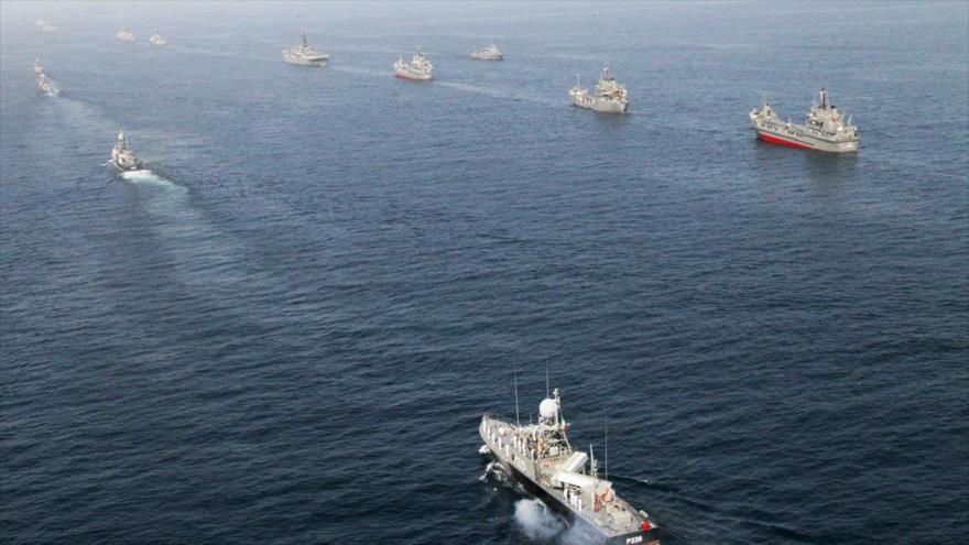 Buques de la Fuerza Naval del Ejército de Irán durante una maniobra en el mar de Omán, febrero de 2019. (Foto: Mehr)