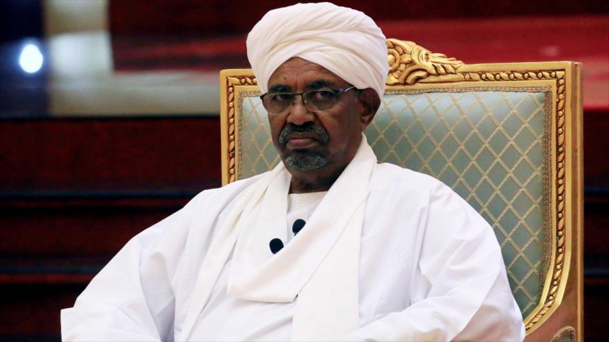 El exmandatario de Sudán Omar Hasan al-Bashir en Jartum, la capital, 5 de abril de 2019.