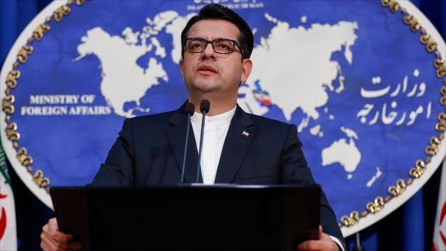 El portavoz de la Cancillería iraní, Seyed Abás Musavi, habla durante una rueda de prensa.