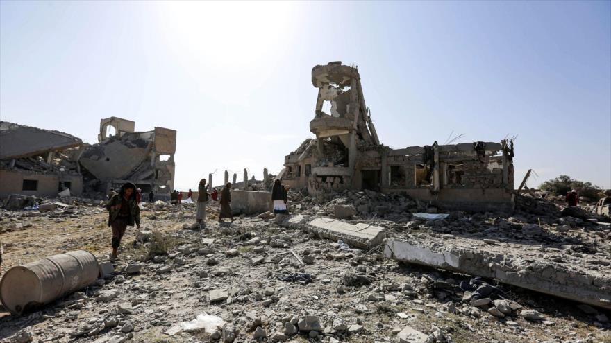 Casa destruidas por ataques de aviones saudíes en la localidad de Dhamar en la ciudad yemení de Saná (la capital), 1 de septiembre de 2019. (Foto: AFP)