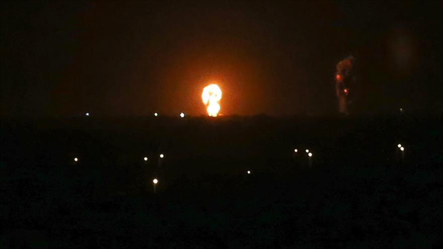 Aviones israelíes atacan la localidad de Jan Yunis, en el sur de la Franja de Gaza, 27 de noviembre de 2019. (Foto: AFP)