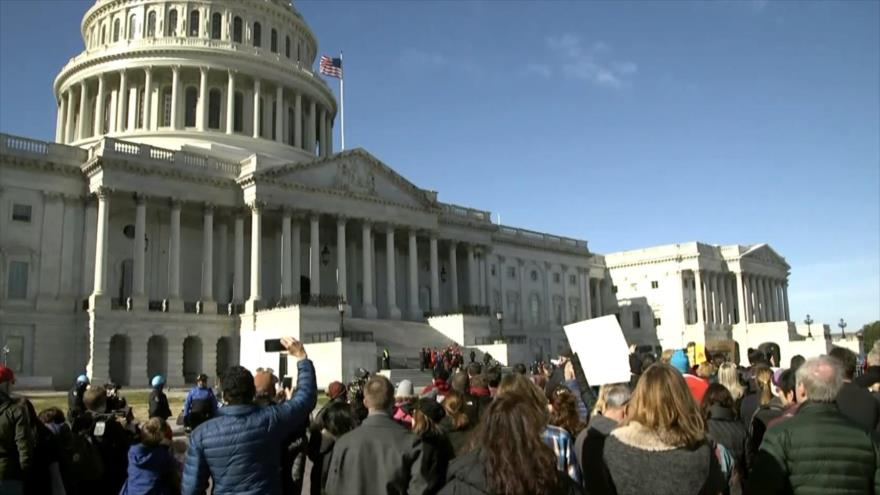 Funeral para las víctimas del cambio climático frente al Capitolio | HISPANTV