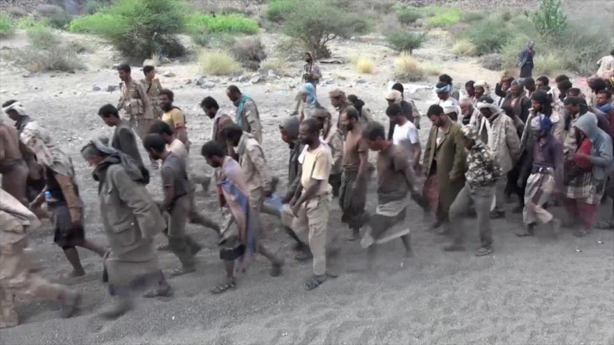 """Fuerzas yemeníes detienen a miles de mercenarios saudíes durante la operación """"Victoria de Dios""""."""
