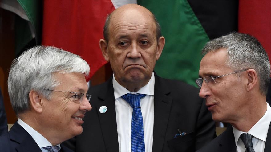 El ministro de Asuntos Exteriores de Francia, Jean-Yves Le Drian (centro), en una reunión en Washington, 14 de noviembre de 2019. (Foto: AFP)