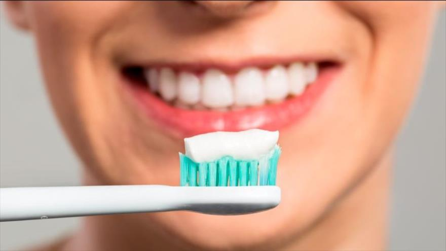 Un nuevo estudio revela que lavarse los dientes puede proteger el corazón.