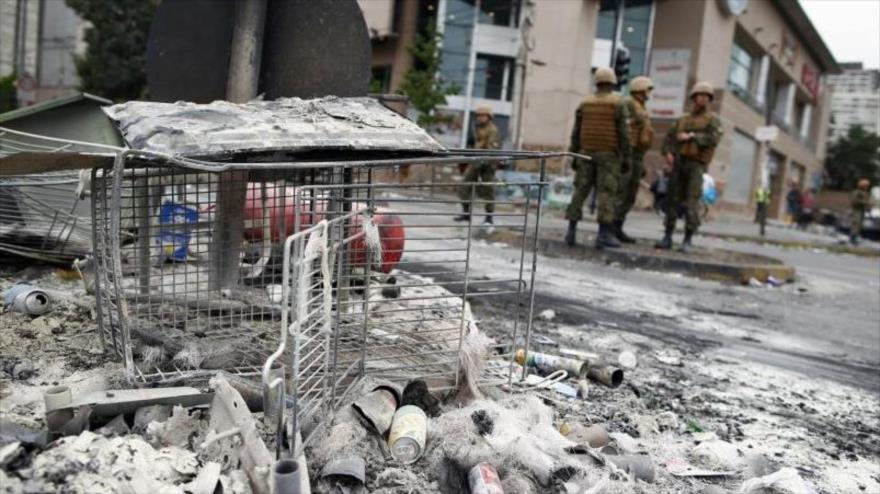Destrozos causados por un incendio en un centro comercial en medio de las protestas en Chile.