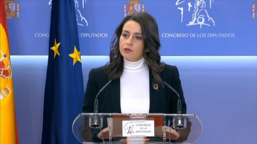 Arrimadas pide a Sánchez un pacto entre PSOE, PP y Ciudadanos