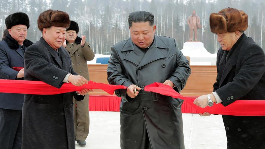 Kim Jong-un inaugura una nueva ciudad antes de diálogo con EEUU