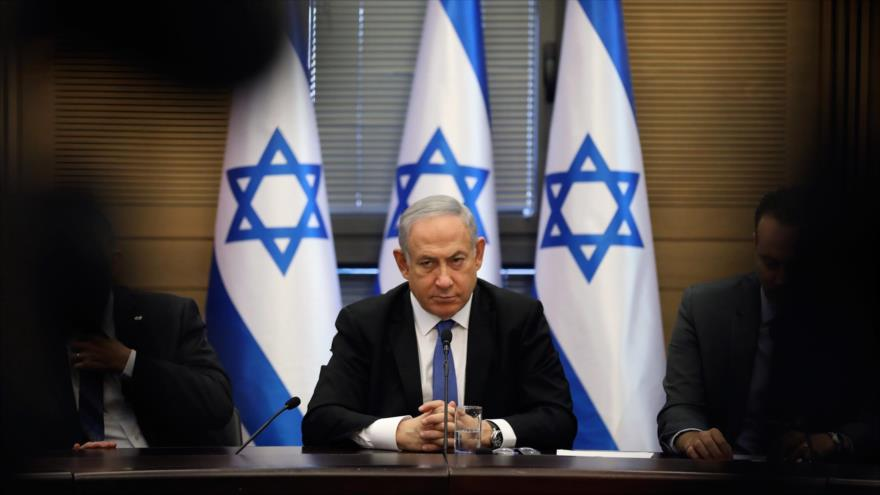 El primer ministro israelí, Benjamín Netanyahu, asiste a una reunión con su gabinete en la ciudad ocupada de Al-Quds (Jerusalén).