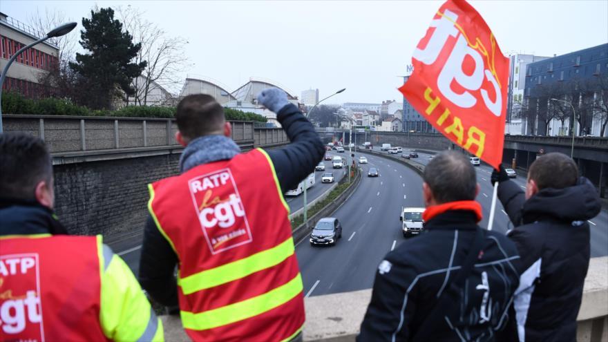 Francia se paraliza por huelga que podría extenderse hasta Navidad
