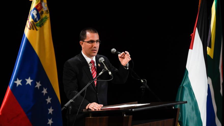 El canciller venezolano, Jorge Arreaza, pronuncia un discurso, en Caracas, la capital, 20 de agosto de 2019. (Foto: AFP)