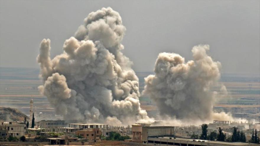 Aviones rusos bombardean posiciones de los terroristas en la provincia de Idlib, noroeste de Siria.