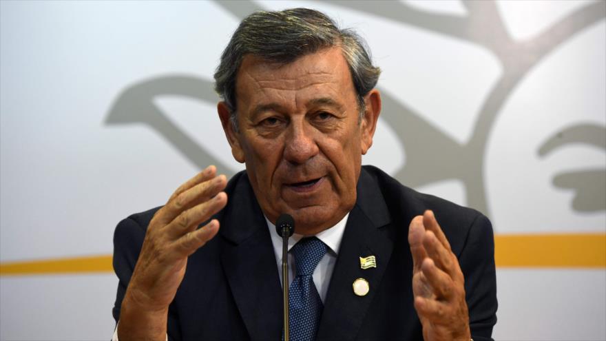 El ahora canciller saliente de Uruguay, Rodolfo Nin Novoa, habla durante una reunión sobre Venezuela en Montevideo, el 7 de febrero de 2019. (Foto: AFP)