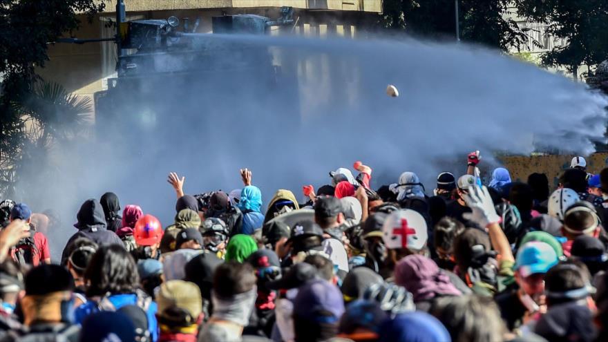 Chilenos se manifiestan en contra del Gobierno de Sebastián Piñera, en Santiago, la capital, 29 de noviembre de 2019. (Foto: AFP)