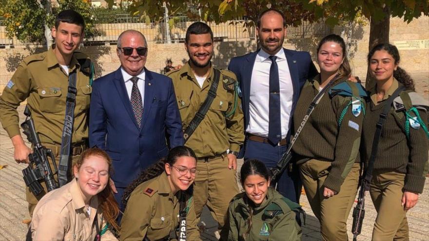 Visita de hijo de Bolsonaro a asentamiento israelí irrita a Palestina