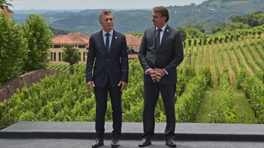 El presidente de Brasil, Jair Bolsonaro (dcha.), con su homólogo argentino, Mauricio Macri, en Bento Goncalves, Brasil, 5 de diciembre de 2019. (Foto: AFP)