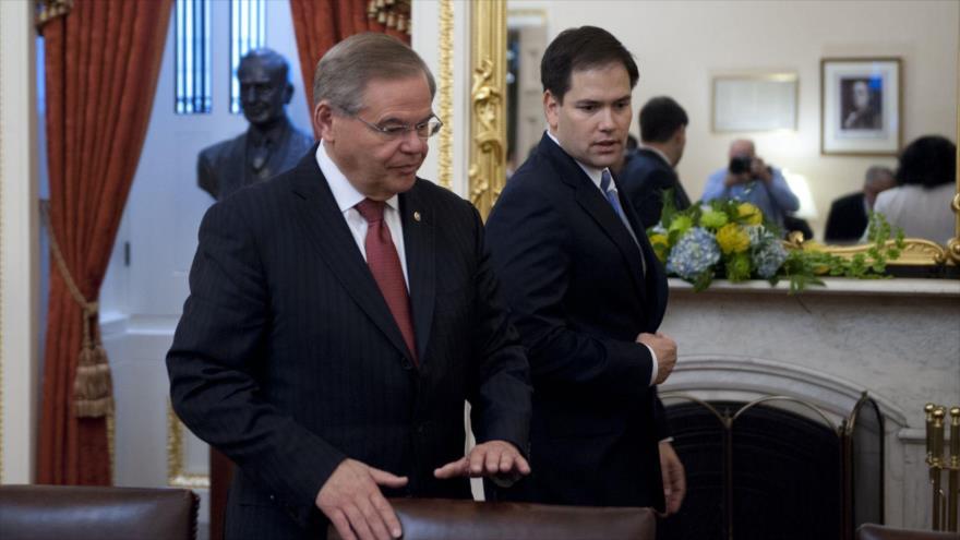 Los senadores estadounidenses, Robert Menéndez (izda.) y Marco Rubio.