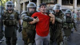 """HRW cuestiona """"sorprendente"""" rechazo de Carabineros a su informe"""