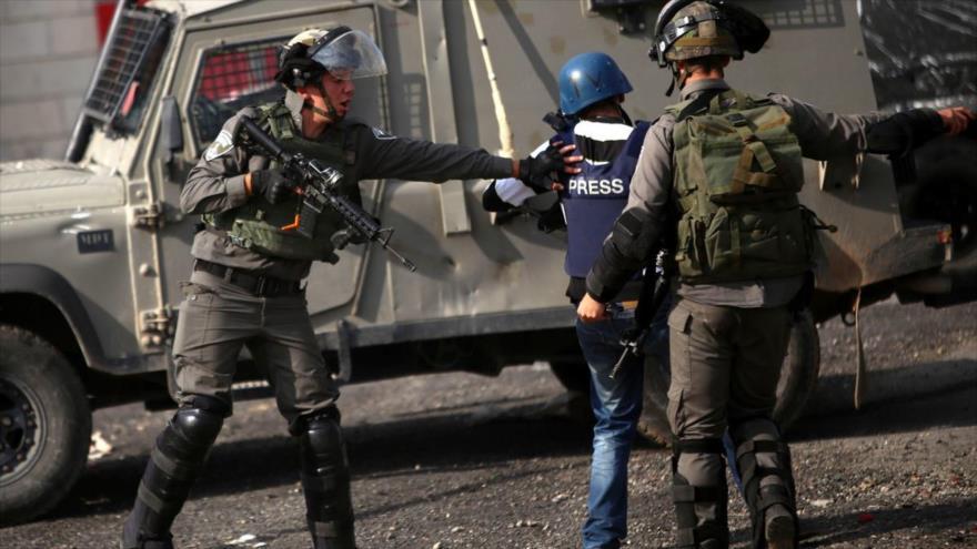 Israel asalta sede de un canal palestino y arresta a su personal
