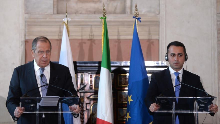 El canciller ruso, Serguéi Lavrov (izda.), y su par italiano, Luigi Di Maio, en una rueda de prensa conjunta, Roma, 6 de diciembre de 2019. (Foto: AFP)