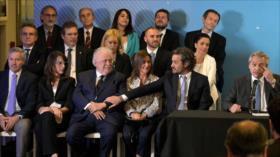 Fernández presenta su gabinete para lidiar con crisis de Macri