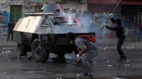 Choques entre manifestantes y la Policía en protestas contra Piñera