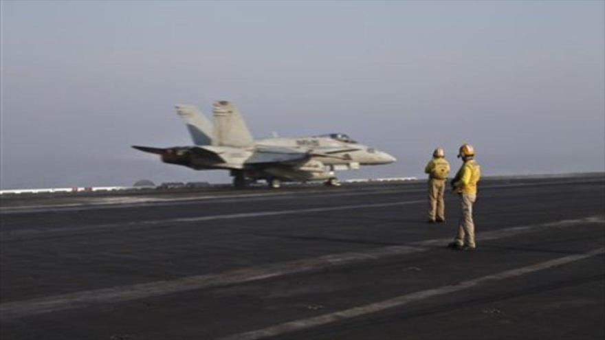 Un avión de combate de EEUU se prepara para llevar a cabo ataques contra presuntos objetivos terroristas en Irak, 10 de septiembre de 2015.