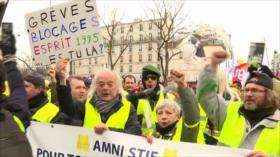 Profesor iraní llega al país. Marcha en Francia. Golpe en Bolivia