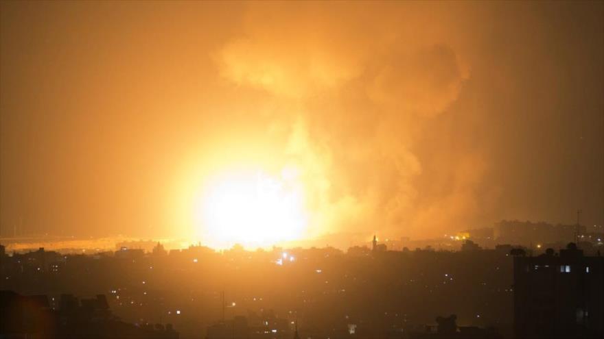Defensa antiaérea de HAMAS responde a ataque de aviones israelíes