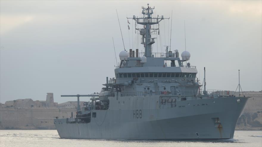 Buque de reconocimiento británico HMS Enterprise (H88) durante una misión en África, 4 de agosto de 2014.