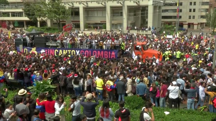 Marcha cultural invade calles de Bogotá contra políticas de Duque
